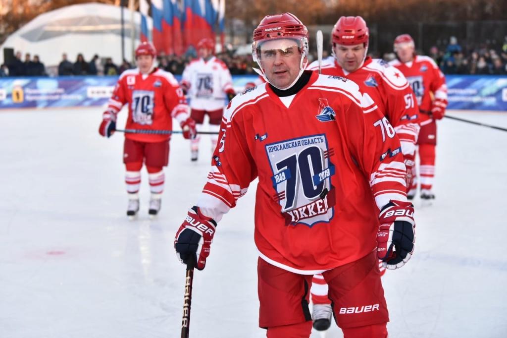Миронов на хоккее (1).jpg