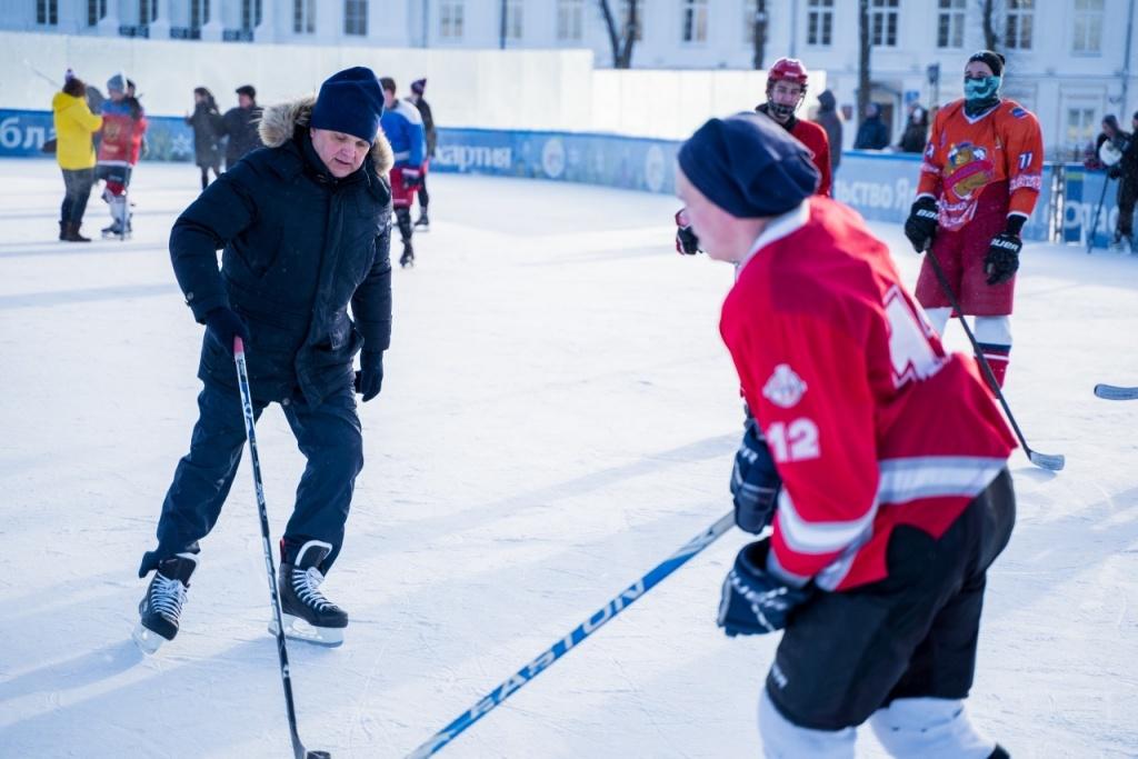 Константинов на хоккее (1).jpg